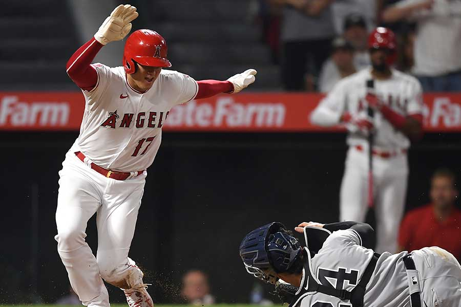 5回2死一、三塁の場面でホームスチールを決めた大谷翔平【写真:Getty Images】