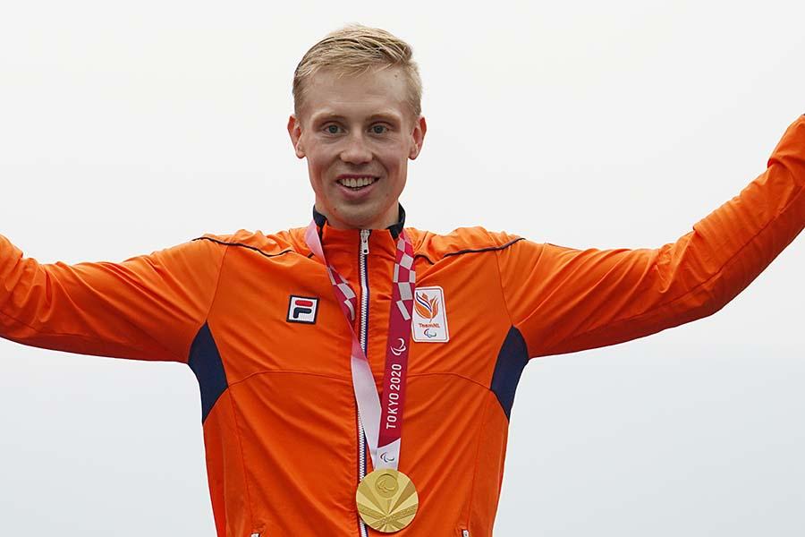 パラリンピック自転車競技で大逆転の末、金メダルを手にしたミトチ・ファリゼ【写真:Getty Images】