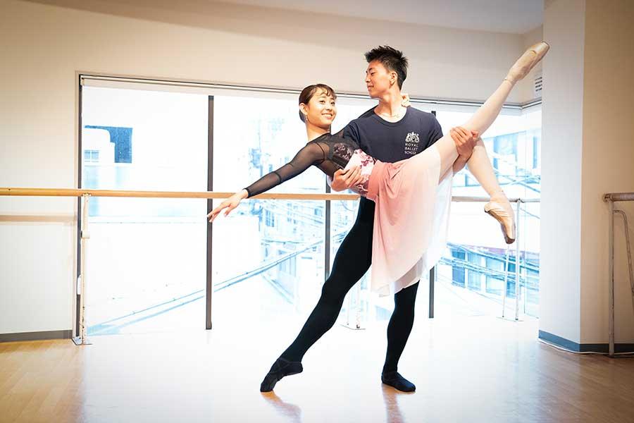 9月からそれぞれ米国のバレエ団への就職を決めた2人は、卒業公演でパ・ド・ドゥを披露した【写真:南しずか】
