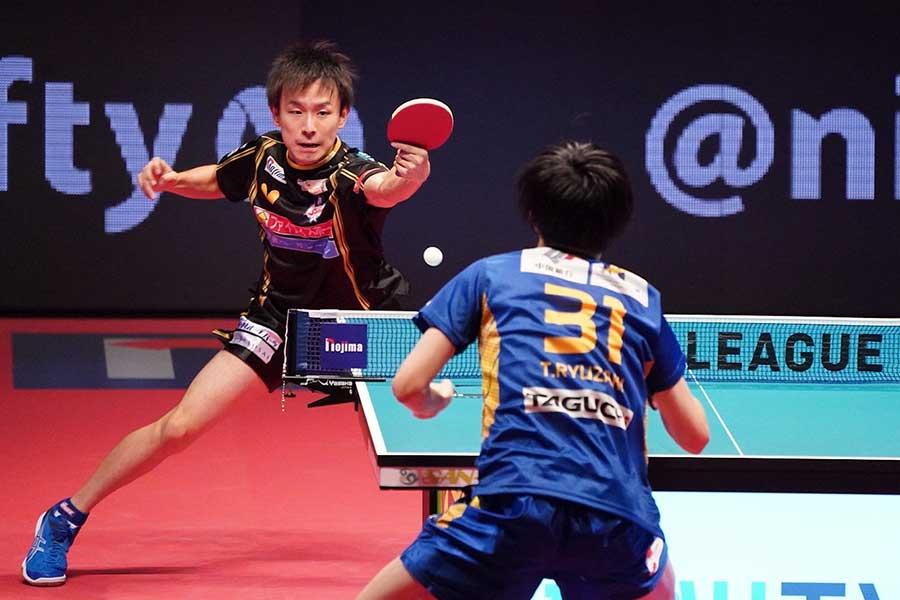 第2試合シングルス、3-1で勝利したT.T彩たまの丹羽孝希【写真:荒川祐史】
