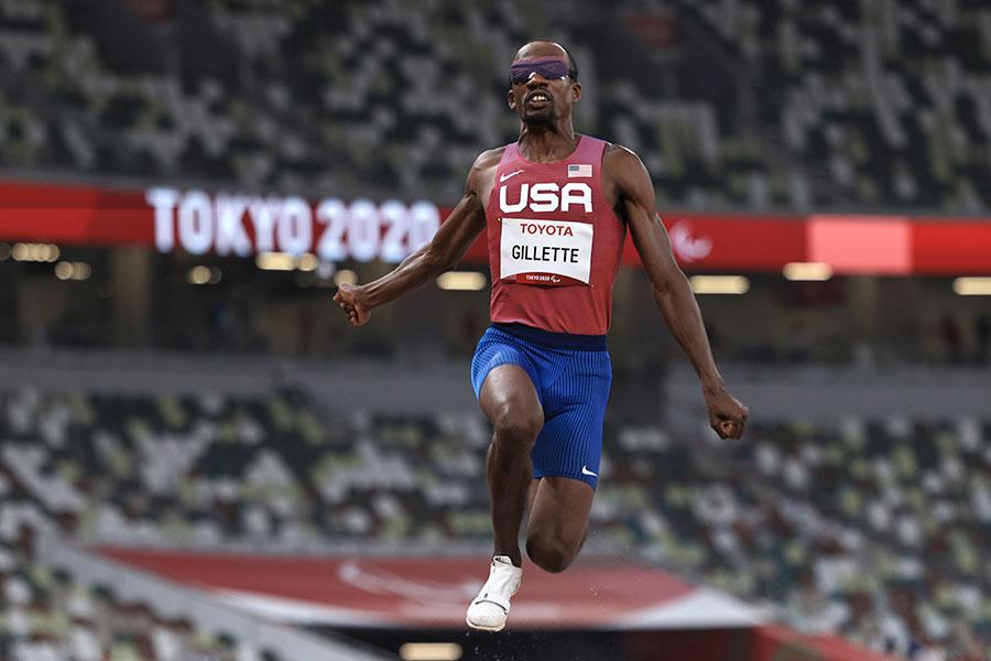 東京パラリンピックの男子走り幅跳び視覚障害クラスで銀メダルを獲得したレックス・ジレット【写真:Getty Images】