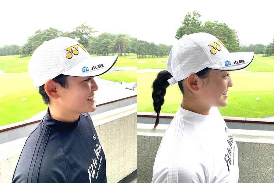 ロゴ入りヘッドウェアを着用する姉の岩井明愛(左)と妹の千怜