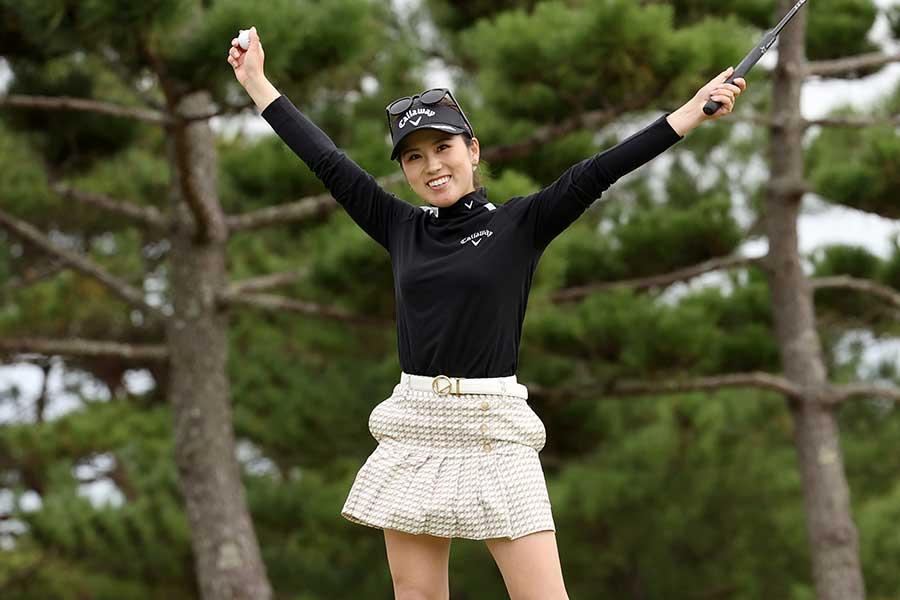 ミヤギテレビ杯ダンロップ女子オープンで2週連続優勝を飾った西村優菜【写真:Getty Images】