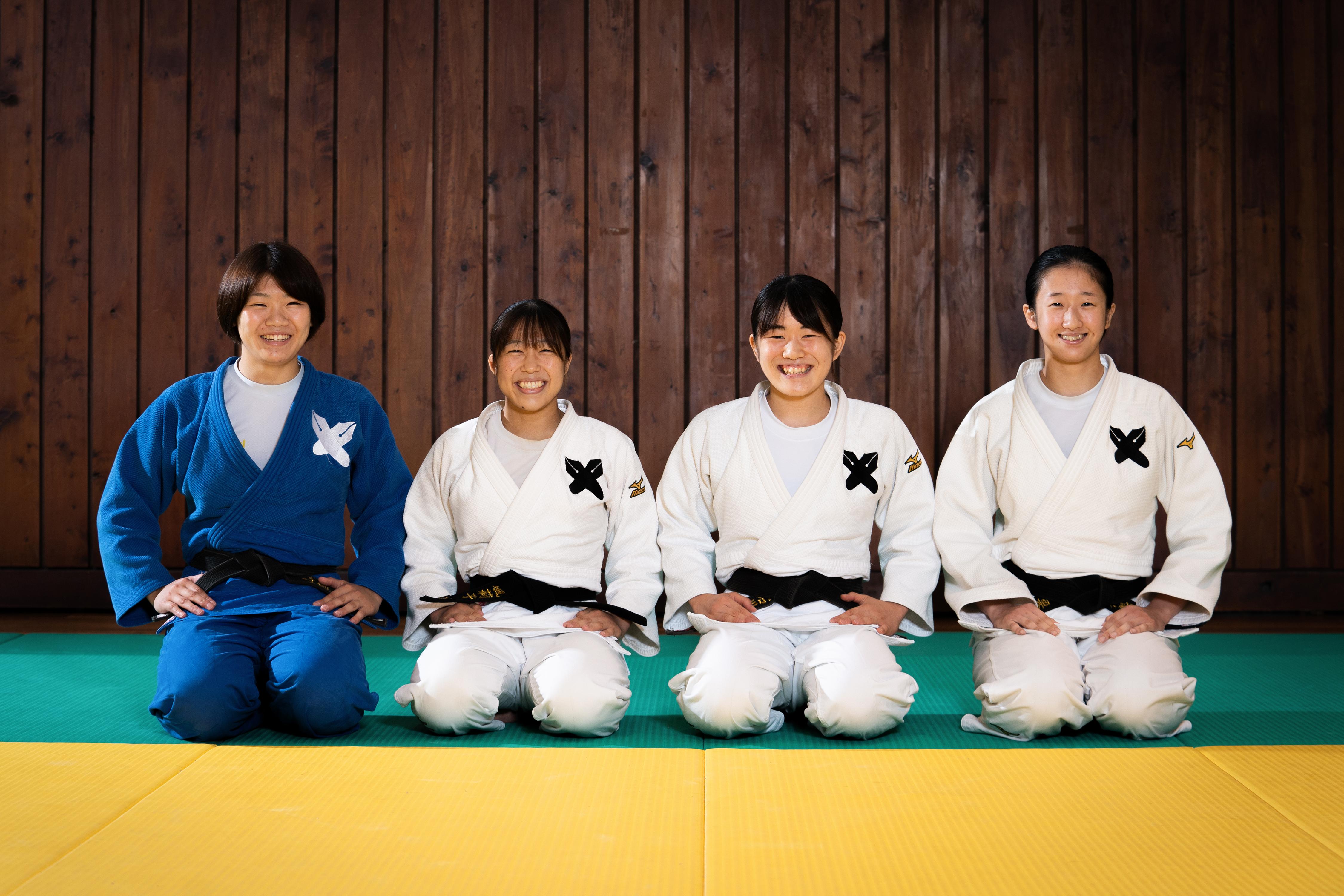 コロナ禍による活動自粛中もオンラインで一緒にトレーニングした女子柔道部4人組