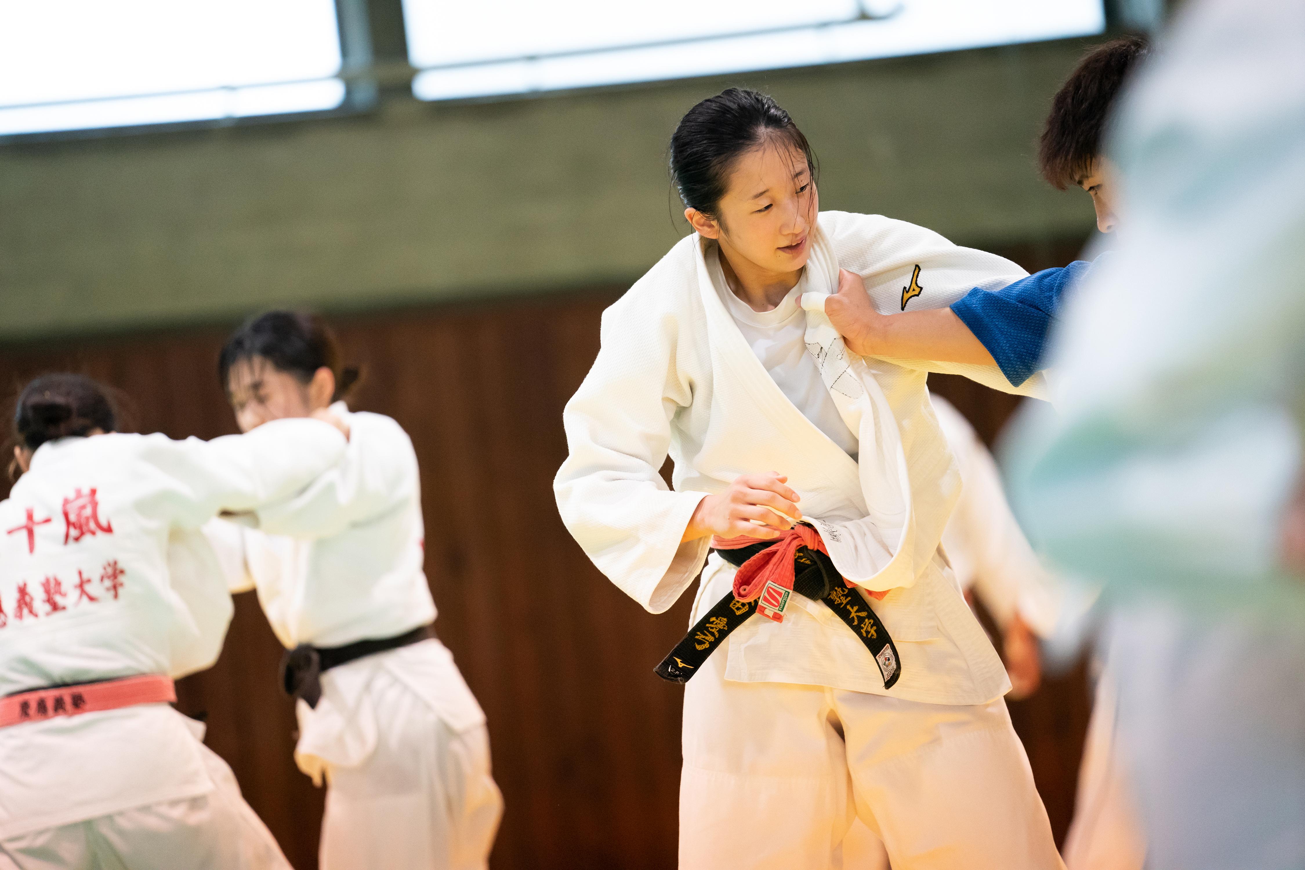 主務らしく細やかな気遣いが光る栗田さんも練習中は真剣な眼差しを見せる