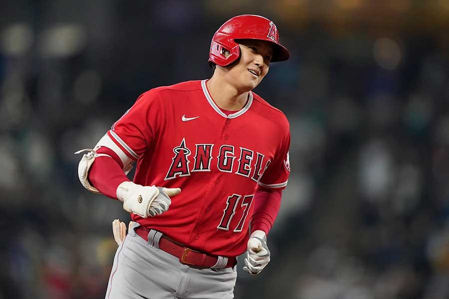 初回の第1打席で46号となる先頭打者弾を放ったエンゼルスの大谷翔平【写真:AP】