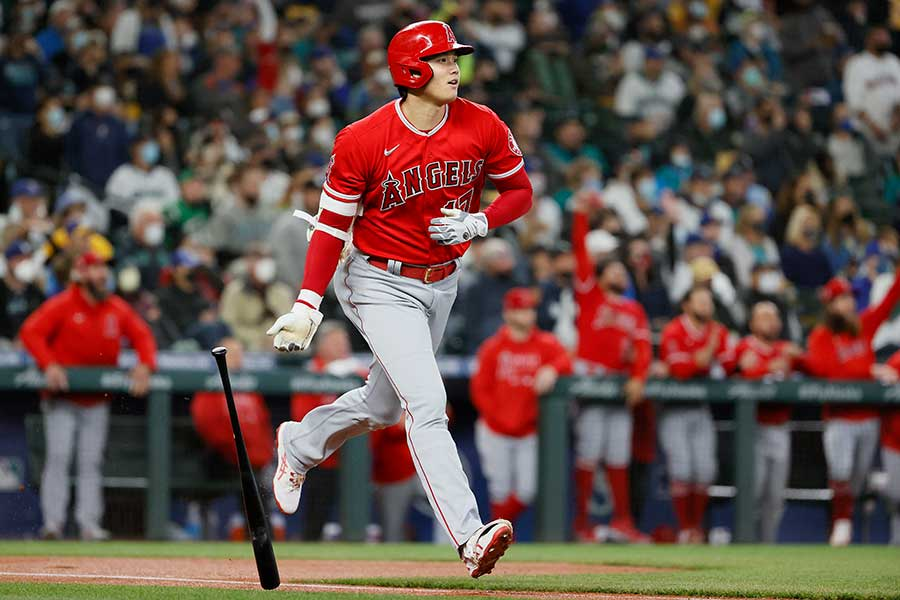 初回の第1打席で46号となる先頭打者弾を放ったエンゼルスの大谷翔平【写真:Getty Images】