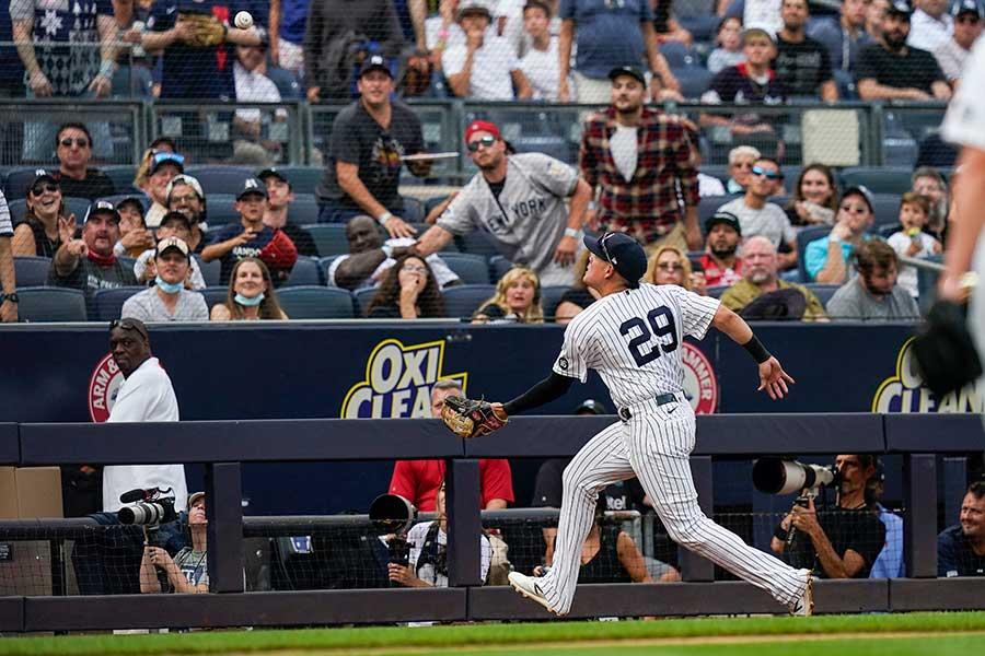 ヤンキースのウルシェラが見せたスーパーキャッチ。その時審判は?【写真:AP】