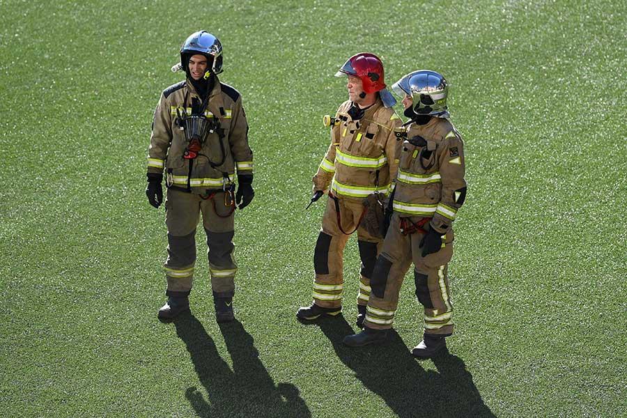 消火活動を行った隊員たち【写真:Getty Images】