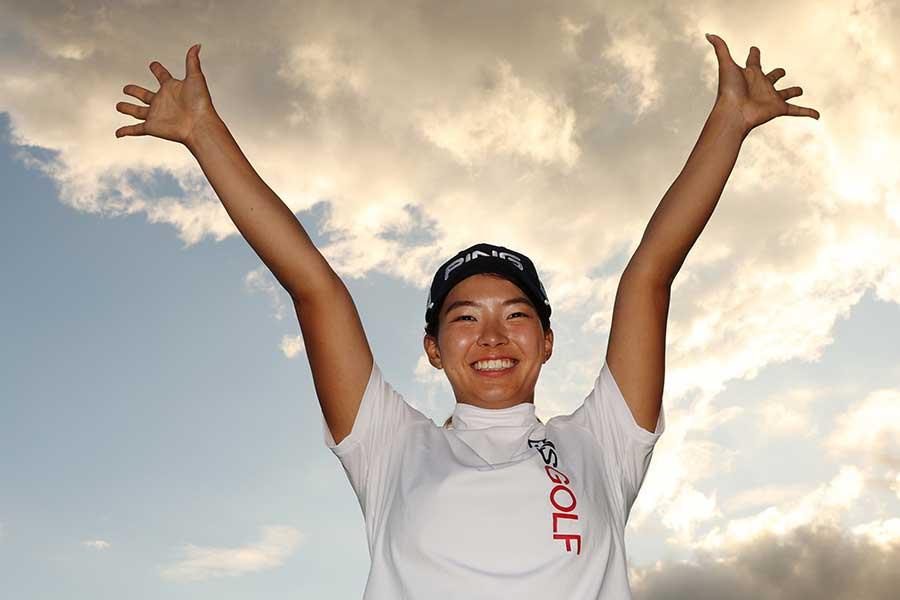 プレーオフを制し、1年11か月ぶりの復活優勝を遂げた渋野日向子【写真:Getty Images】