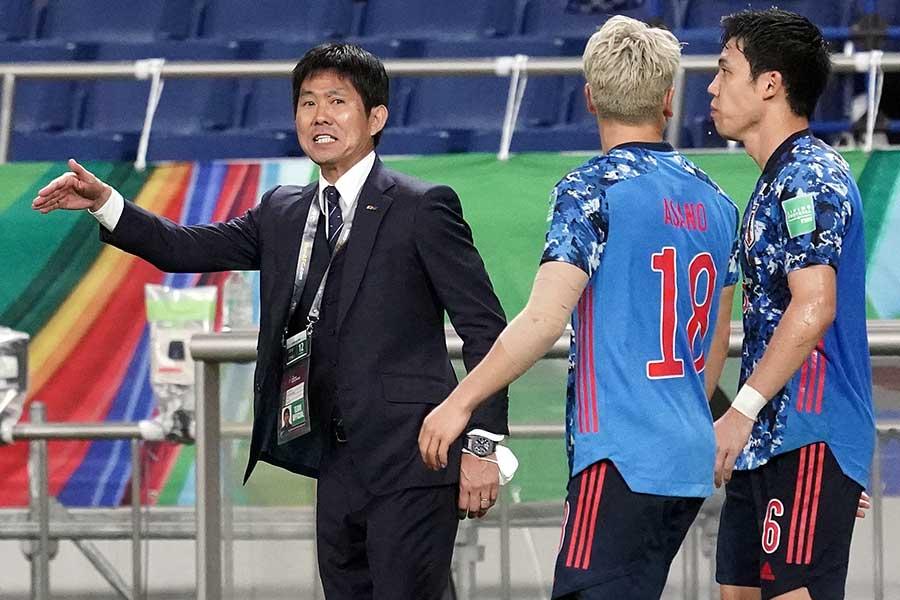 勝ち越しゴールを喜ぶサッカー日本代表の森保一監督【写真:Getty Images】
